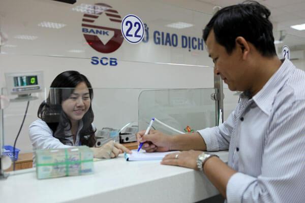 Nhận tiền tại ngân hàng vì không thể chuyển tiền qua số thẻ